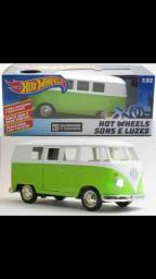 Kombi Hot Wheels Som e Luz