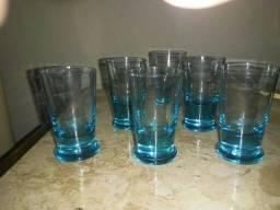 Copinhos de licor em vidro azul da década de 50