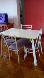 Vendo Estante Vintage Antiga e uma mesa