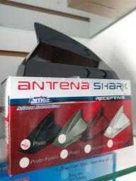 Antena de teto tubarão preta instalada