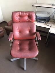 Vendo Cadeira Executiva com rodizio/em estofado marrom