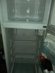 Uma linda geladeira Electrolux