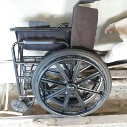 Cadeira de roda semi nova