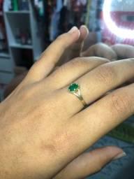 Anel de Ouro com pedra de Esmeralda