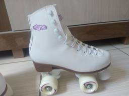 <br>Patins Retrô Quad Tradicional Old School Creme Branco 36