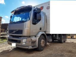 Caminhão volvo vm 260 gabinado com ar 6x2 no chassi ano 2011