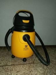 Aspirador Electrolux puxa água e pó