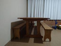 Mesa de madeira massissa