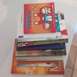 Livros diversos usados.