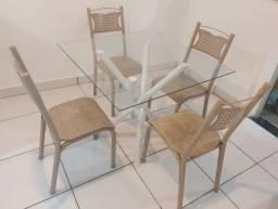 Mesa tampo de vidro com 4cadeiras