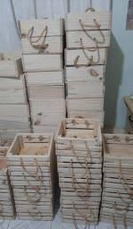 Caixotes de madeira com alça de sisal