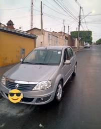 Vendo Renault Logan 2010/2011 1.6 completo (baixa quilometragem)