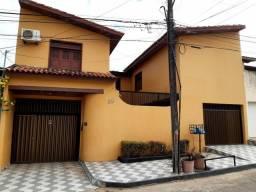 Alugo excelente casa no Residencial Vinhais III, 4 qts. , 5 ban., Valor R$ 2.500,00.
