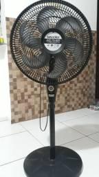 Ventilador de pé Mallory com temporizador, turbo silencioso R$ 40,00 (está com defeito)