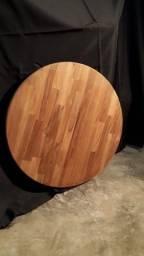 Tampo de mesa em madeira maciça.
