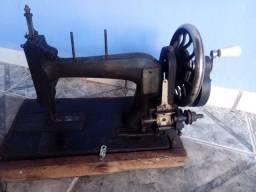 Máquina de costura antiga ferro fundido