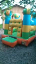 Castelo pula pula e cama elástica