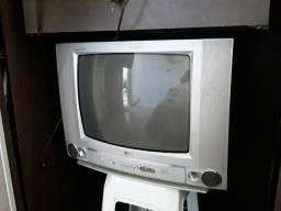 Tv .lg. com controle.funcionando perfeitamente.com conversor  e antena
