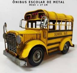 Ônibus Escolar Americano Estilo Vintage<br><br>