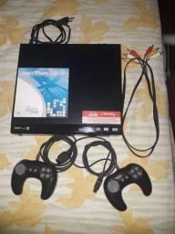 Videogame  Britânia com dois consoles