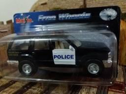 Miniatura Ford Explorer Police Dog - Maisto Free Wheels 1/42 (11cm)