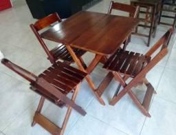 Conjunto de mesa com 4 cadeiras em madeira