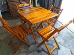 Conjunto de mesa com 4 cadeiras 280,00