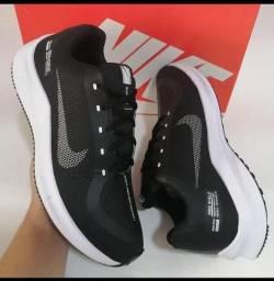 Tênis Nike Preto e Branco (Frete Gratis)