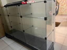 Vendo móvel de vidro tá com defeito no apoio de madeira