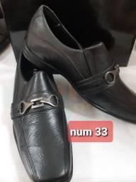 Sapato social infantil num 31,32 e 33 novos.
