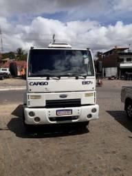 Caminhão cabinado