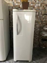 Vende-se geladeira Elctrolux