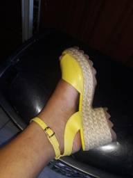Sandália linda. 36