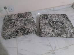 Vende-se duas almofadas (pelo preço de uma só)