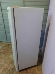 Vendo geladeira modelo cra 30 consul 261 litros