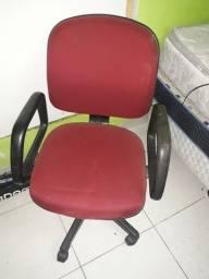 Cadeira de escritório de rodinhas, regulável.