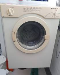Secadora de roupa quebrada