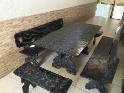 Mesa de ardósia na promoção de Janeiro