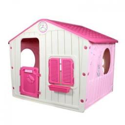 Casinha Infantil Rosa em Plástico com Janelas e Porta