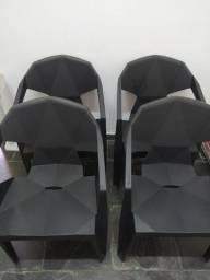 Cadeira Poltrona Plástico Resistente Suporta 182kg