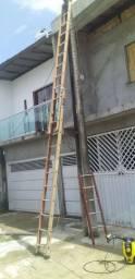 Escada de fibra muito leve em bom estado de conservação
