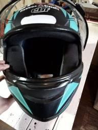 Capacete de moto EBF usado