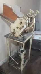 Máquina de abrir e bater pastel