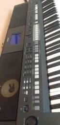 Teclado Yamaha PSR-S 650