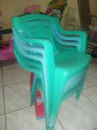Vendo 8 cadeiras e 2 mesa