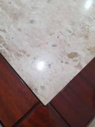 Procura-se mesa com o tampo de mármore!