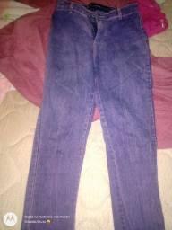 Calça jeans na cor roxa