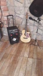 cai de som amplificada com violão elétrico