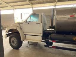 Caminhão Espargidor de Asfalto 6.000 litros