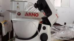 Vende se uma batedeira Arno novo na caixa nunca usada